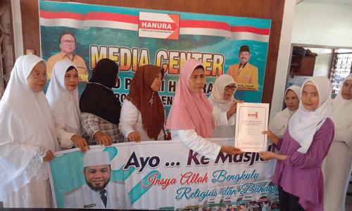 Sejumlah emak-emak daftarkan Walikota Bengkulu Helmi jadi bacagub ke Hanura