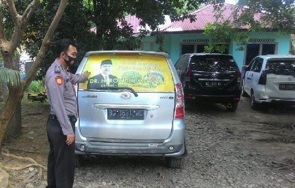 Polisi menunjukkan mobil yang tak sengaja melindas anak sendiri